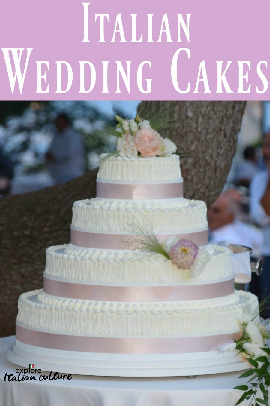 All about Italian wedding cakes - pin for later.