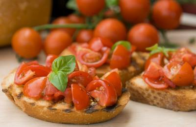How to make bruschetta a quick and easy italian appetizer recipe how to make bruschetta forumfinder Images