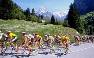 Italian Easter traditions cycling