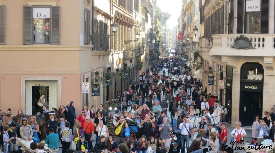 Shoppers fill the Via dei Condotti.