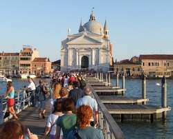 Things to do in Venice, the pontoon bridge