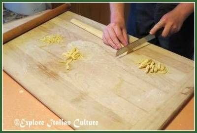 How to cut pasta dough into strips