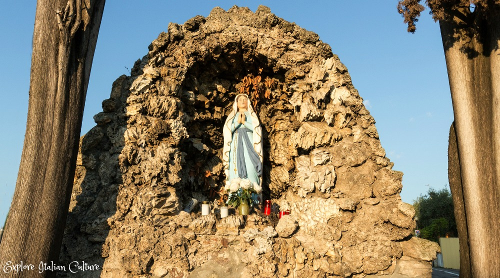 A wayside shrine, typical of many seen in Italy as a tribute to the Madonna.