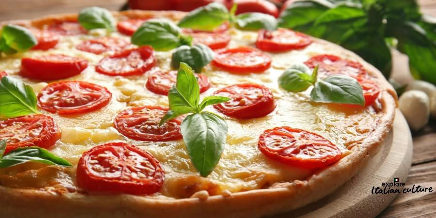 Pizza Margherita in the colours of the flag of Italy.