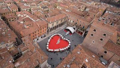Valentines day creative ideas Verona market